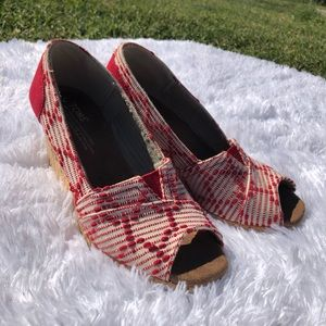 Toms red & white embroidered peep toe wedge heels